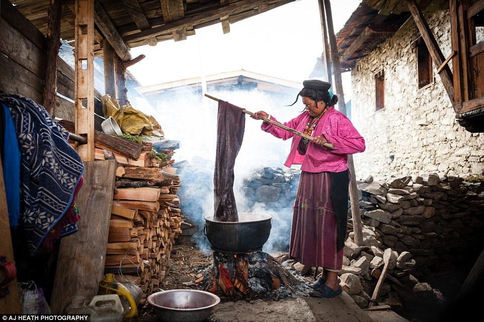 Brokpa là một bộ tộc sống ở hai làng Merak và Sakten thuộc vùng đất hẻo lánh phía đông Buhtan. Đây là nơi luôn có sương mù bao phủ và nằm ở chân dãy núi Himalaya.