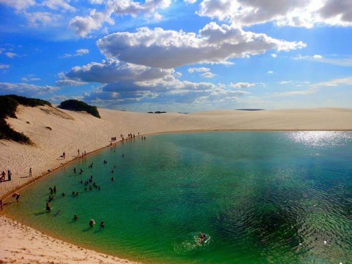 Giữa sa mạc lại có thể 'tắm biển'