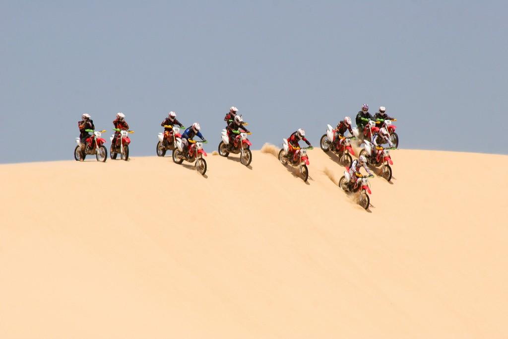Thử cảm giác mạnh vượt qua đồi cát