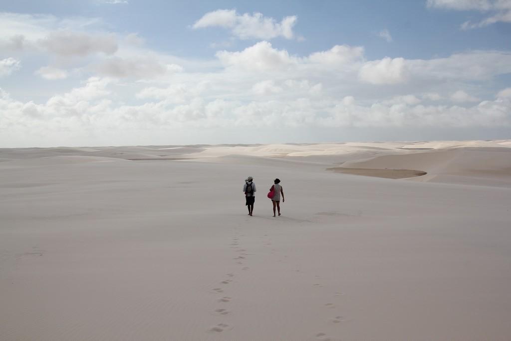 Thử thách trên đôi chân trần cùng đồi cát mênh mang