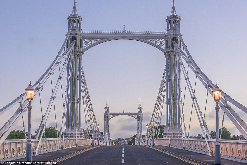 Những địa danh chính mà Benjamin chọn để chụp ảnh là nhà thờ St Paul, Cầu Tháp và sông Thames.