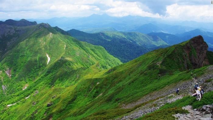 Núi Nipesotsu là một đỉnh nham thạch thuộc nhóm núi lửa Nipesotsu-Maruyama, nằm ở cực bắc của đảo Hokkaido, phía bắc Nhật Bản.