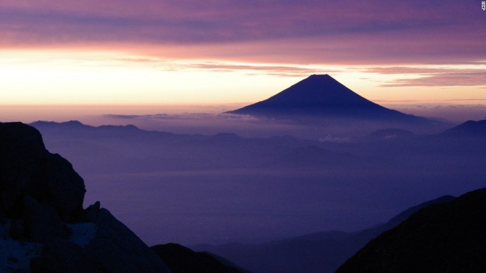 Núi Phú Sĩ, nằm ở ranh giới hai vùng Shizuoka và Yamanashi.