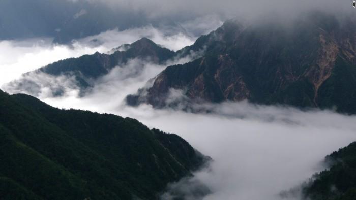 Bắc Alps nằm ở tỉnh Nagano còn có tên khác là núi Hida, hợp nhất với Trung Alps (núi Kiso) và Nam Alps (núi Akaishi) tạo thành dãy Alps của Nhật Bản.