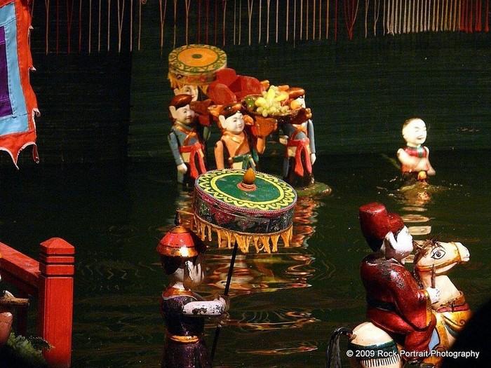 Chủ đề của các buổi diễn cũng xuất phát từ cuộc sống thường ngày của người nông dân Việt Nam, những câu chuyện cổ tích hay truyền thuyết.