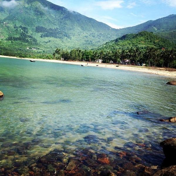 Làng Vân có Bãi Dừa khiến người ta như lạc chốn đảo hoang - Ảnh: Sưu tầm