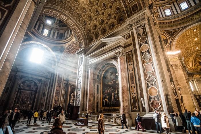 Bạn sẽ được khám phá và tìm hiểu những di sản ẩn dấu trong vòng Vatican