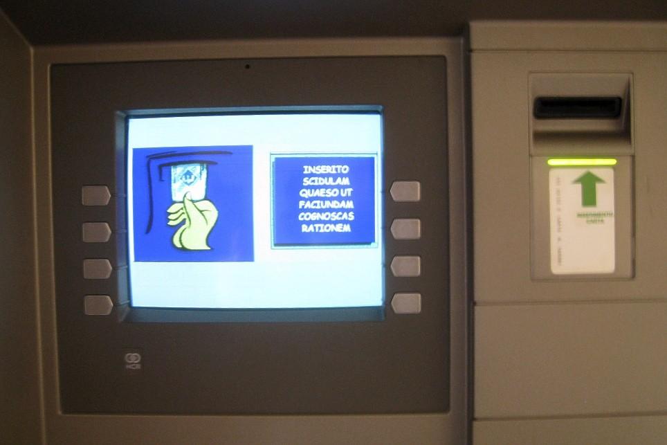 Những chiếc máy ATM có bảng chữ màn hình là tiếng Latin duy nhất chỉ có ở Vatican