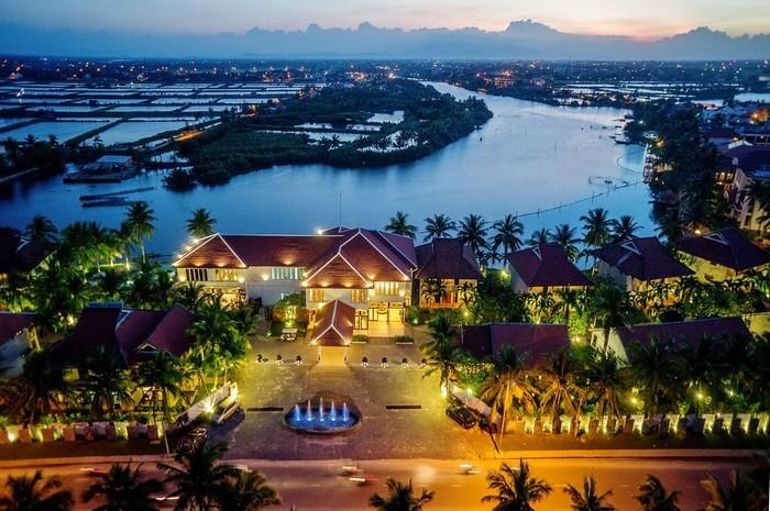 Đêm lung linh sắc màu ở Hội An Beach Resort