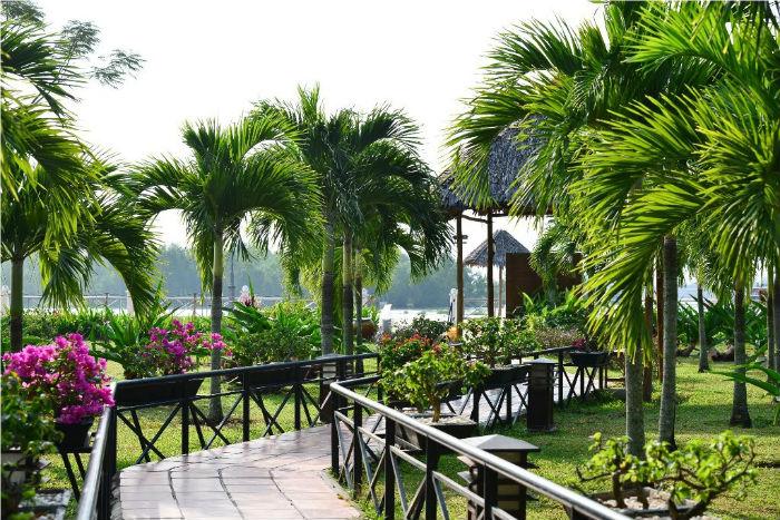 Cùng khu vườn xanh mát hướng thẳng ra dòng sông trữ tình