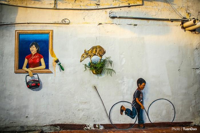 Tại Malacca, trên khắp ngõ ngách của khu phố cổ, các họa sĩ vẽ rất nhiều tranh bức tường, biến nơi đây thành điểm tham quan đặc sắc, thu hút đông đảo du khách.
