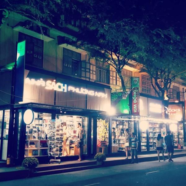 Đường sách về đêm - Ảnh: @ngo.tri.nguyen