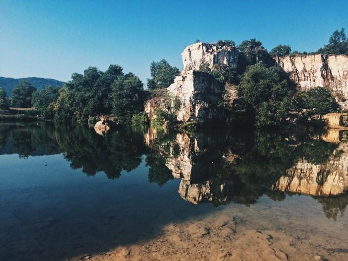 Hồ Tà Pạ trên núi Tà Pạ- Ảnh: daydrmer_