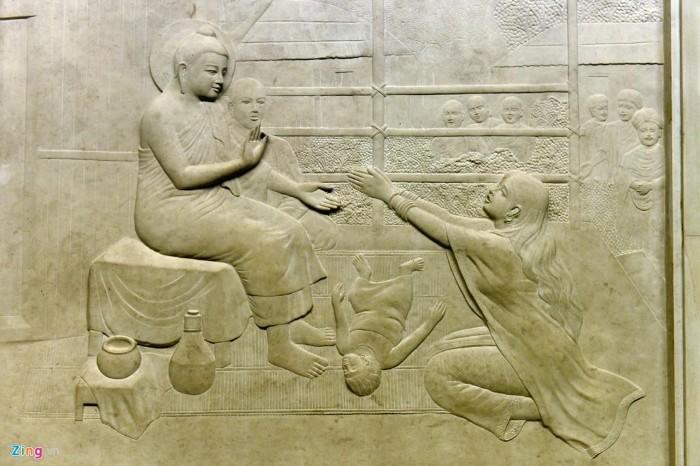 Mỗi bức phù điêu chính là mỗi câu chuyện về Đức Phật - Ảnh: Hoàng Hà – Zing News