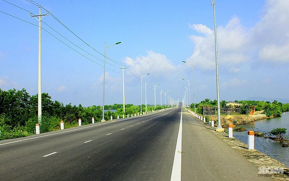"""Bình yên con đường vi vu """"chúa tể"""" đảo hàu Long Sơn"""