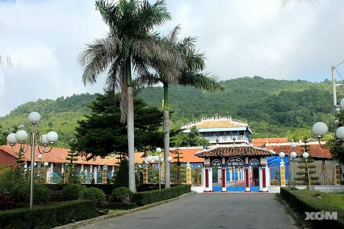 Nhà Lớn ở đảo hàu Long Sơn