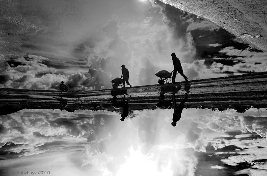 Ruộng muối như mặt gương rộng lớn