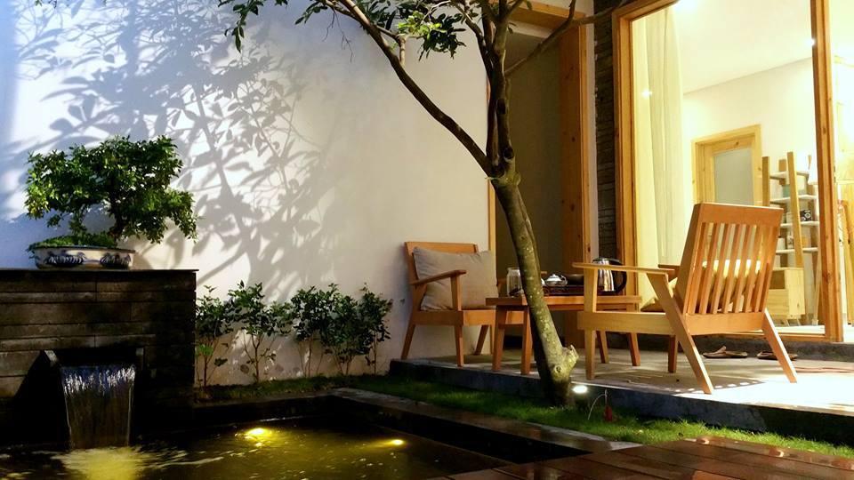 Khách lưu trú tại đây cũng được phục vụ bữa sáng tại phòng với các món ăn đặc trưng của Đà Nẵng.