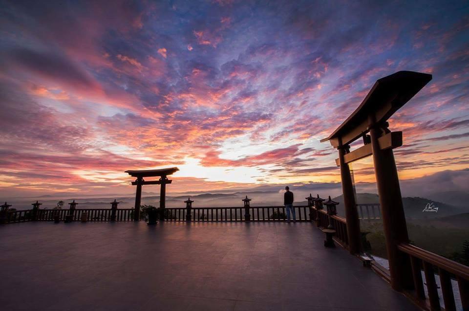 Cổng trời Lâm Đồng hay Nhật Bản?
