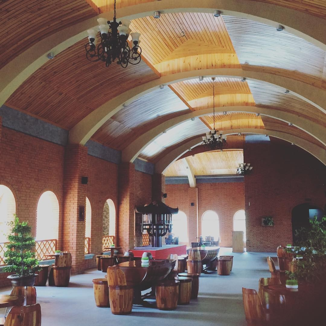 Lâu đài rượu vang độc đáo, tinh tế qua cách bài trí nội thất