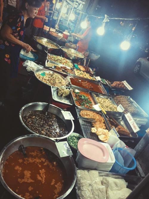 Bên cạnh những loại đồ ăn thường thấy, nhiều món ăn đường phố khác ở Thái Lan có hương vị lạ miệng.