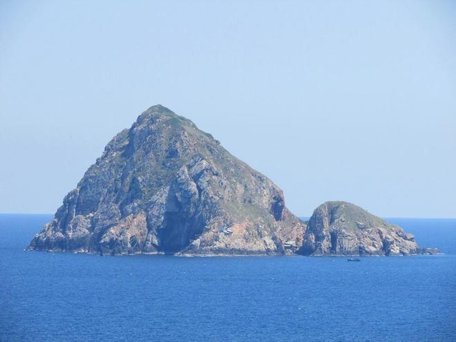 Những hòn đảo phía xa