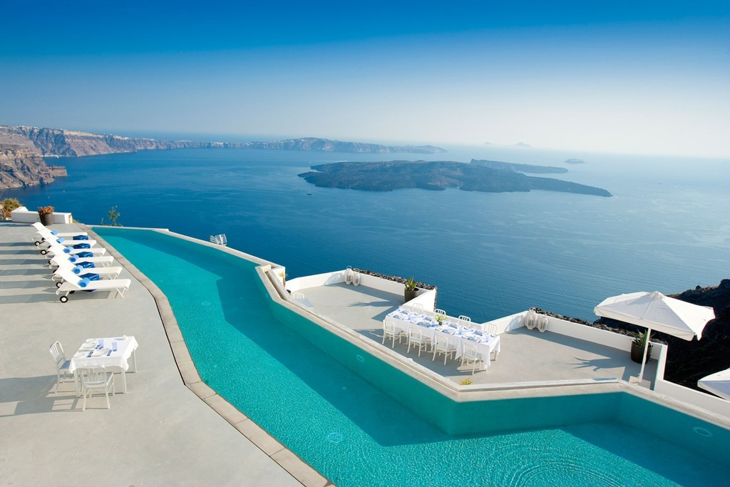 Những hồ bơi với view đẹp ngất ngây ở Santorini