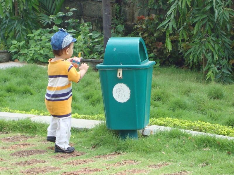 Trước tiên hãy tự bỏ rác của mình vào thùng cái đã
