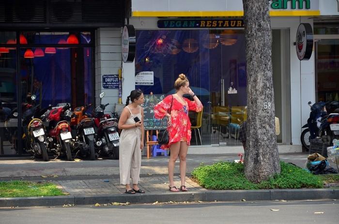 Bạn có thể cảnh giác nếu thấy du khách nước ngoài quá hớ hênh