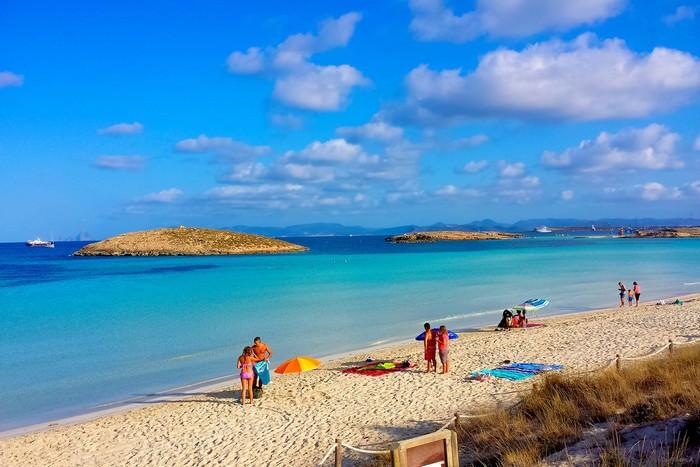 Bãi biển Platja de Ses Illetes xinh đẹp của Tây Ban Nha