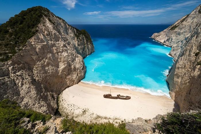 Những khi không có du khách, Navagio hệt như bãi tắm bí mật đẹp mê hồn của các thiên thần Hy Lạp