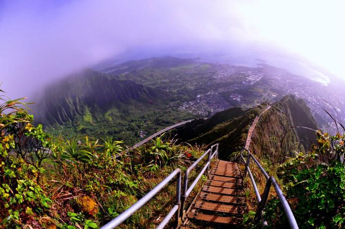 Cầu Haiku còn được gọi là nấc thang lên thiên đường
