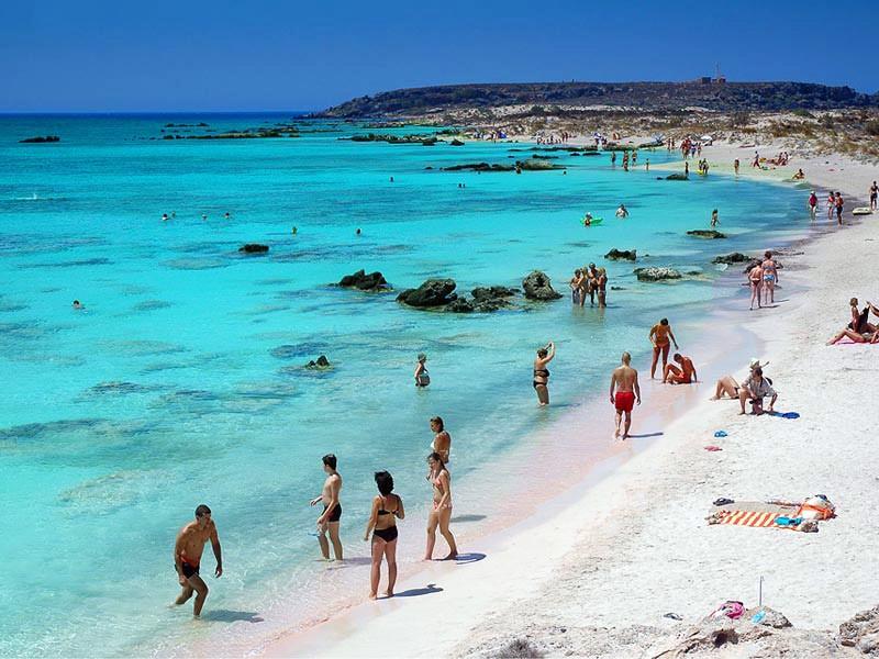 Bãi biển Elafonisi, Crete, Hy Lạp nổi tiếng với cát trắng mịn và dòng nước mát xanh lam trong vắt đến tận đáy