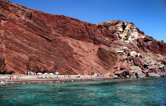 Dãy núi đá này được hình thành từ hàng triệu năm trước bởi nhiều nham thạch cứng có màu sắc sặc sỡ hòa quyện giữa các sắc đỏ, đen, trắng..