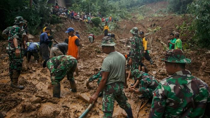 Khắc phục sau thảm họa lũ lụt
