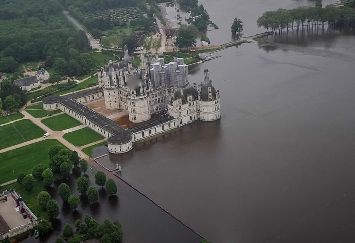 Lũ lụt biến những cảnh quan đẹp ngập trong biển nước