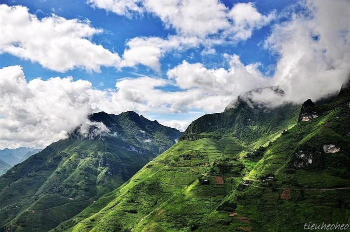 Mã Pì Lèng mây vờn đỉnh núi