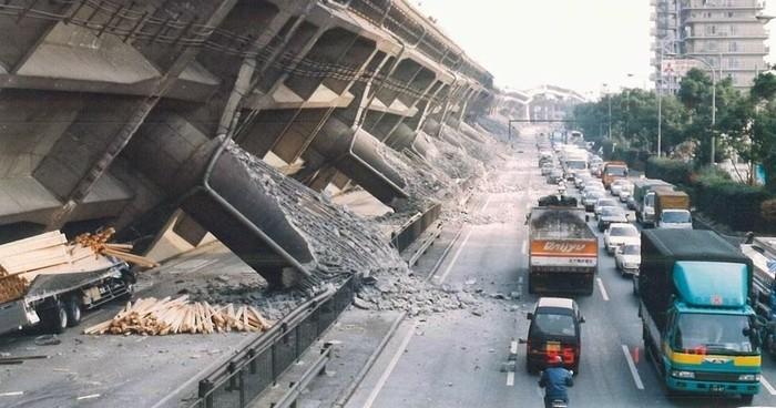 Động đất gây ra hậu quả nặng nề