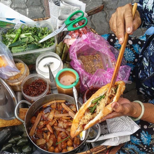 Bánh mì thịt xá xíu chả - BÁNH MÌ DÌ VÂN - Đầu Kiệt K217 Hải Phòng. Giá: 10.000đ.