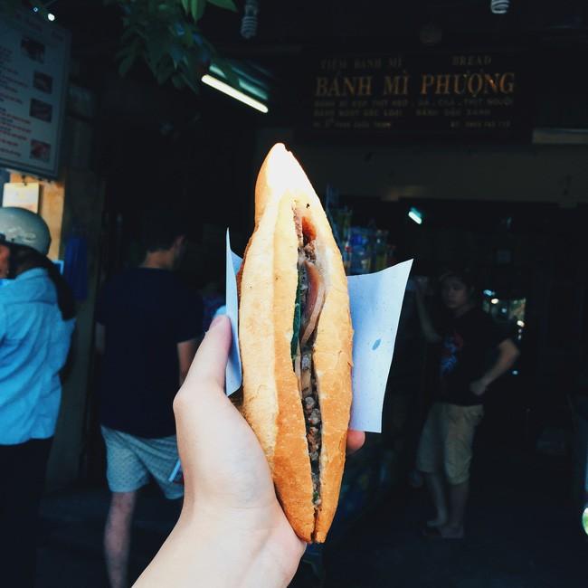 Bánh mỳ Phượng - Hoàng Diệu. Giá: 10.000đ.