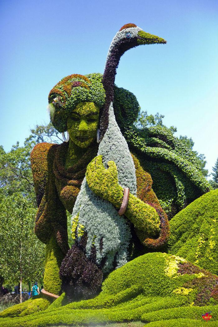 Để tạo ra khung cảnh tuyệt đẹp cho khu vườn, hơn 3 triệu loài thực vật đã được chuyển về vườn bách thảo để các nghệ nhân tạo nên những tác phẩm đẹp mắt.