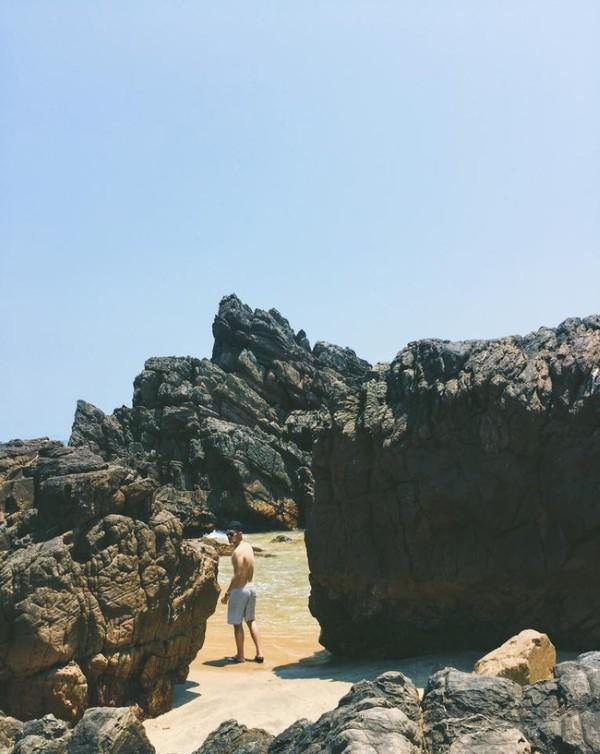 Len lỏi vào bãi đá
