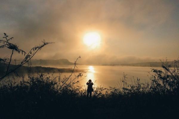 Bình minh trên hồ Đại Ninh