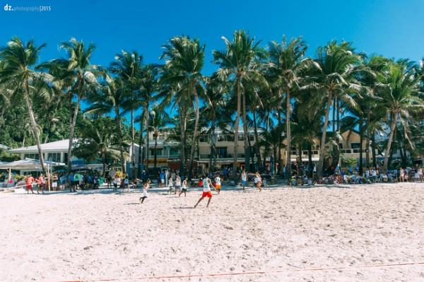 Đá bóng bãi biển