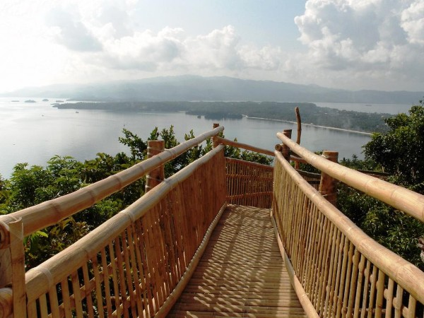 Cầu thang men theo núi