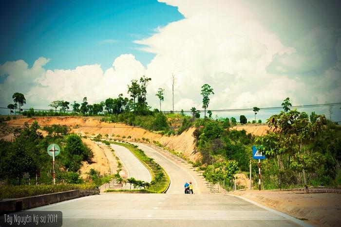 Đường dẫn lên Ngã ba Đông Dương