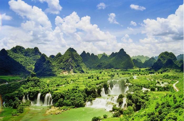 Cao Bằng được thiên nhiên ưu ái với khung cảnh núi rừng hùng vỹ