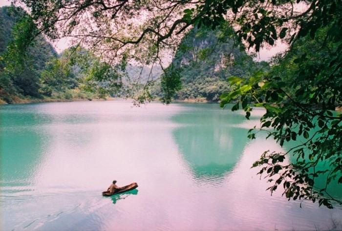 Dạo thuyền trên hồ Thang Then