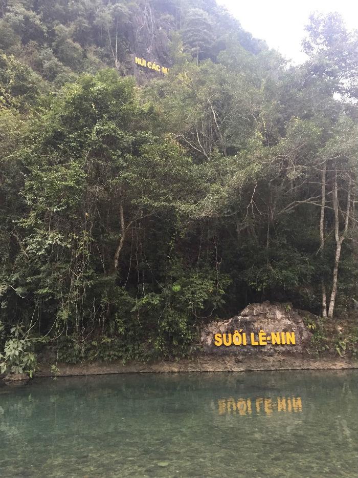 Thăm suối Lê Nin, núi Các Mác ở Pác Bó