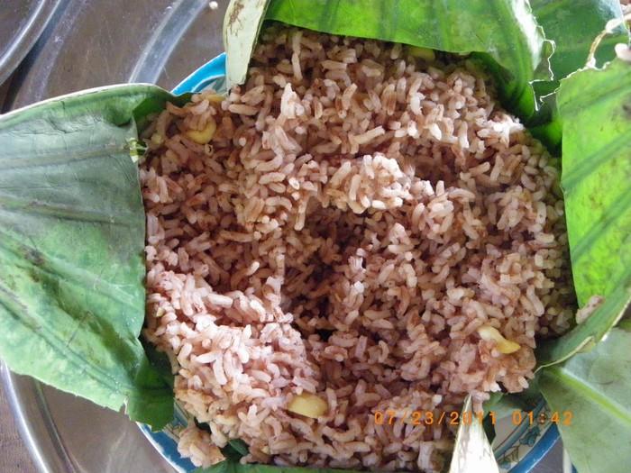 Đặc sản cơm gạo huyến rồng gói lá sen